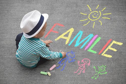 Junge-Kreide-Familie