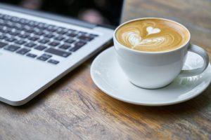 Engin_Akyurt_computer_kaffee_kleiner